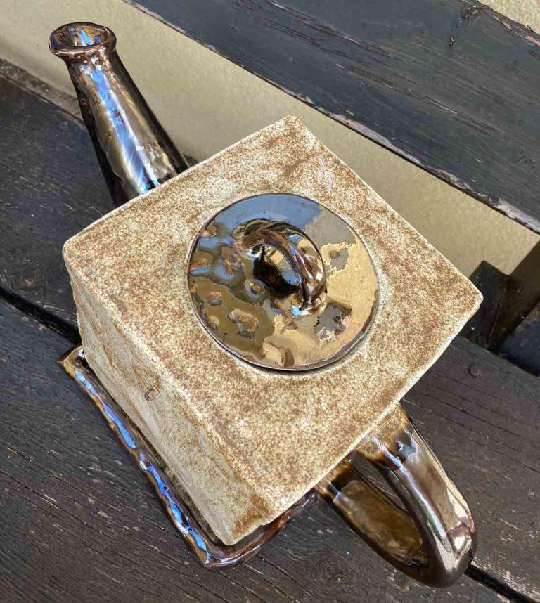 Keramikglasur mit metallischem Effekt