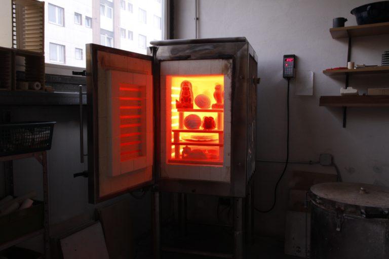 glühender Brennofen bei 850°C